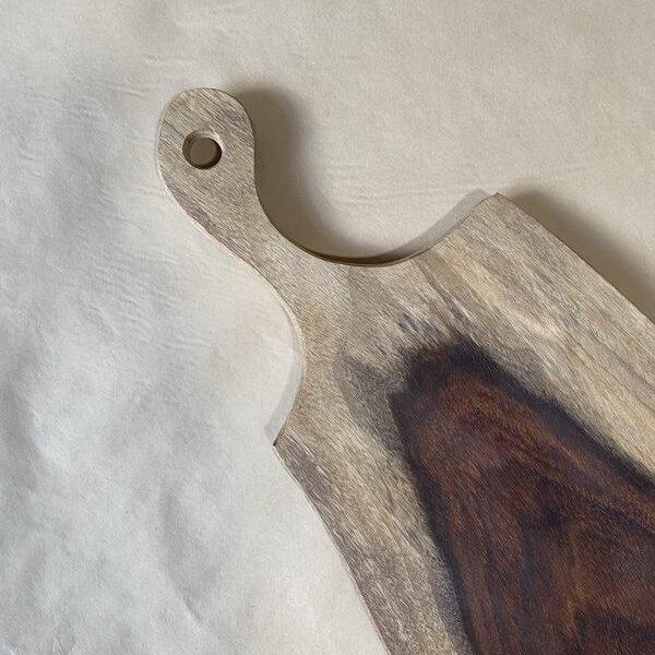 קרש חיתוך מעוצב עם ידית-סיסם הודי