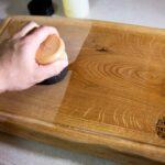 שמירה וניקיון על קרש חיתוך מעץ