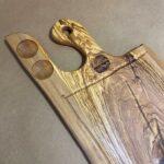 בוצ'ר מעץ זית טבעי עם ידית ומקום למלח ופלפל