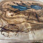 בוצ'ר עגול מעץ זית בשילוב אפוקסי